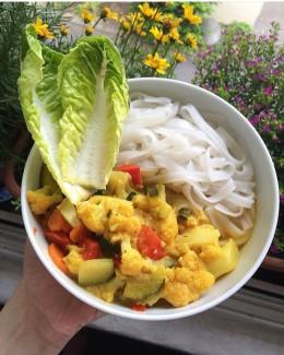 Vegetarisch Shirataki Fettuccine und Curry
